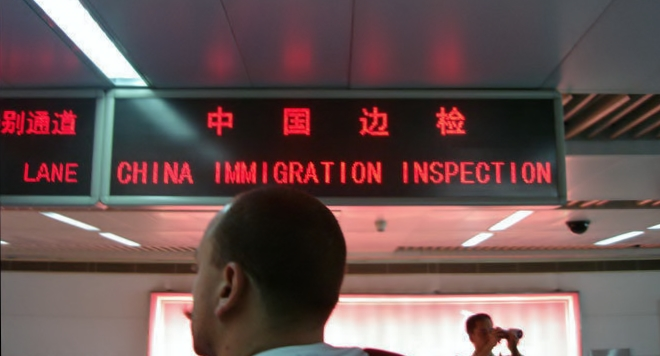 Irritated Chinese Immigration Officer asks a thought-provoking question